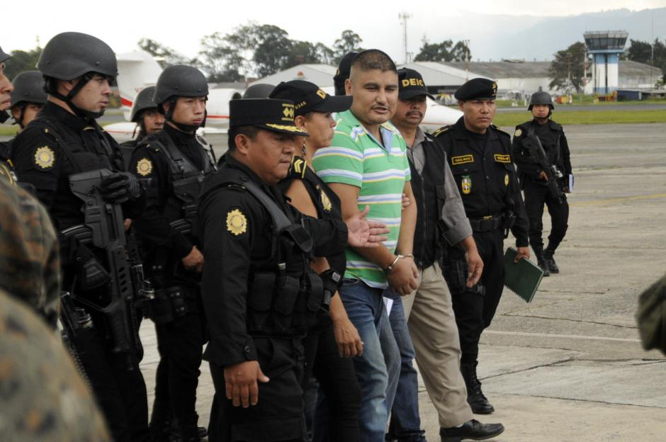 """Un fuerte dispositivo de seguridad custodió a """"Guayo"""" en su arribo a la Fuerza Aerea Guatemalteca."""