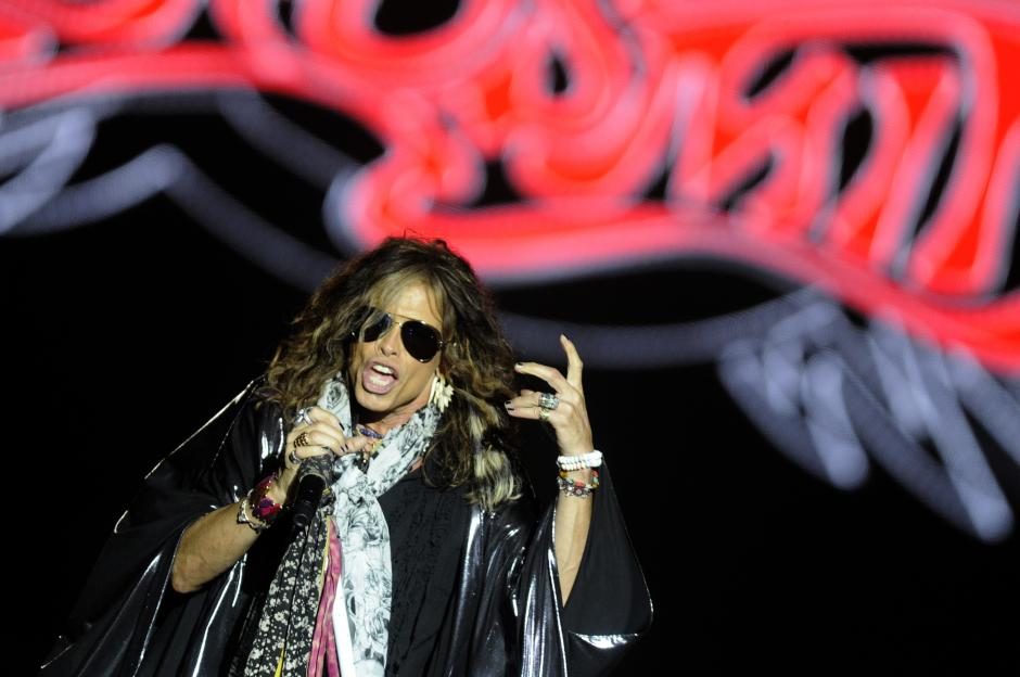 Steven Tyler y Aerosmith se presentaron por primera vez en Guatemala, en el estadio Cementos Progreso.