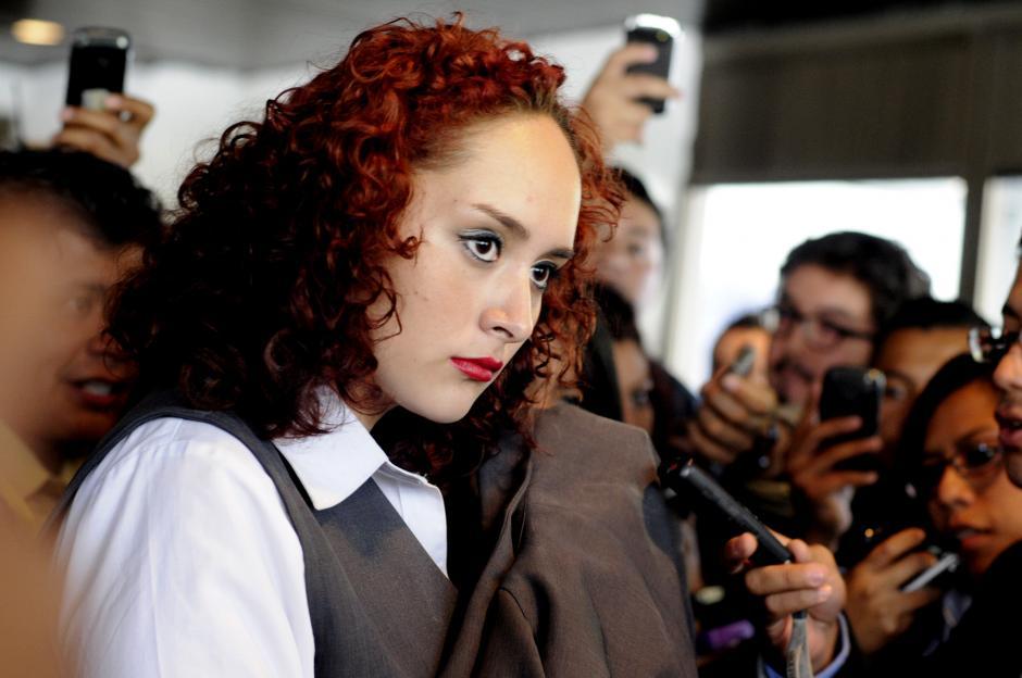 Cristal Cotom, estudiante de Derecho en la Universidad de San Carlos, no dio declaraciones a la prensa tras atacar presuntamente a la vicemandataria. (Esteban Biba/Soy502)