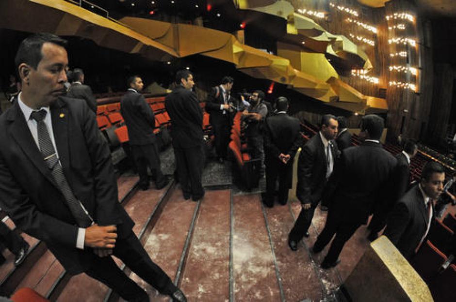 El suceso ocurrió en la Gran Sala del Teatro Nacional Miguel Ángel Asturias, durante la entrega del segundo informe de Gobierno de Otto Pérez Molina. (Foto: Archivo/Soy502)