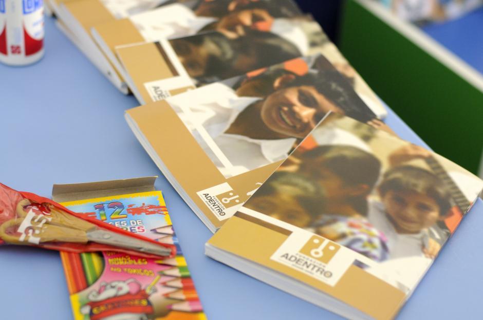 Los niños empezarán clases regulares con todos los útiles escolares donados por la fundación. (Esteban Biba/Soy502)