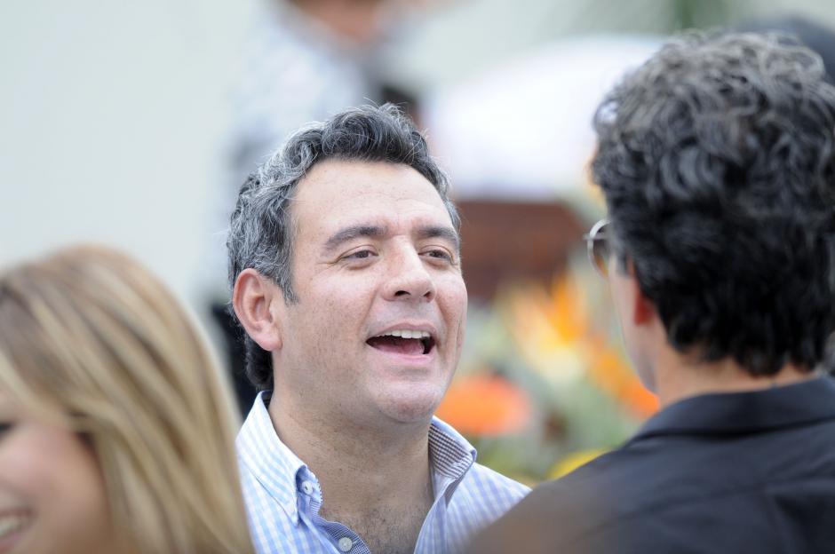 Héctor Sandarti fue invitado por Ricardo Arjona a la inauguración. (Esteban Biba/Soy502)