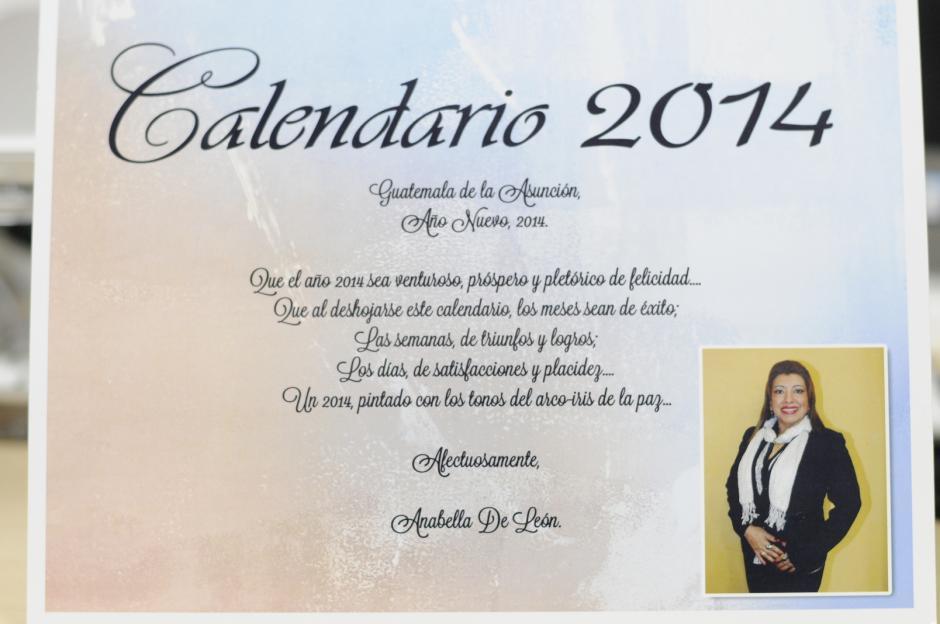 La Registradora de la Propiedad, Anabella de León, en la portada del calendario que mandó a imprimir.