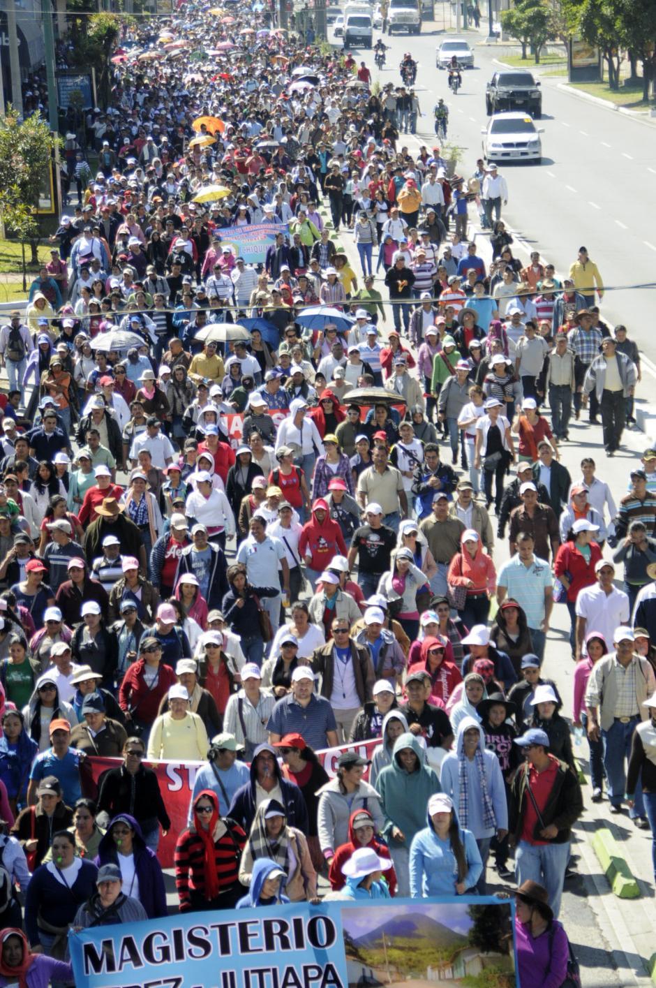 Liderados por Joviel Acevedo, los maestros han vuelto a las calles para pedir que se atiendan sus demandas. (Foto: Esteban Biba/Soy502)