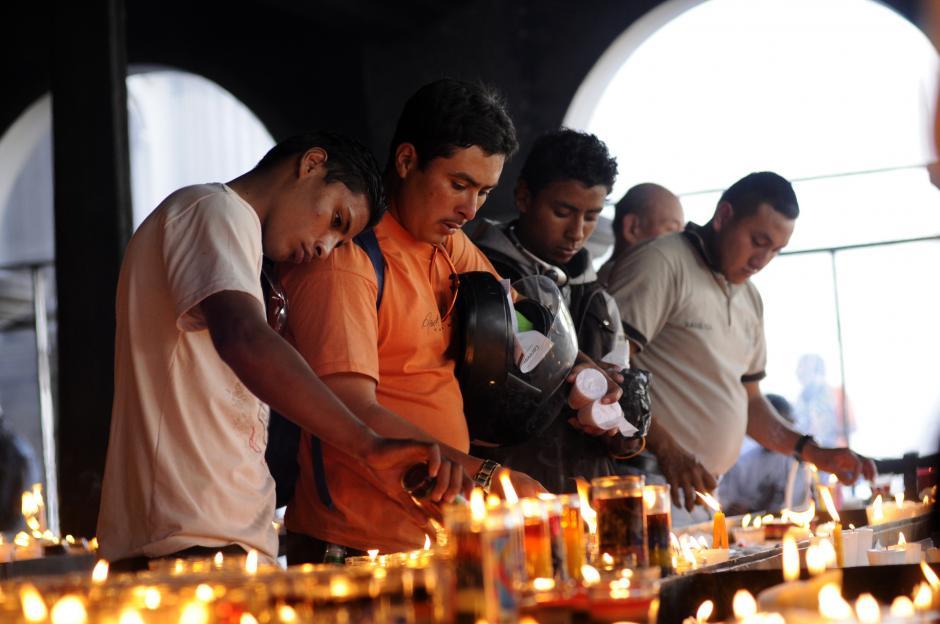 """Miles de motociclistas guatemaltecos participaron este sábado en una tradicional peregrinación denominada """"Caravana del Zorro"""", en la que recorrieron 222 kilómetros de la capital guatemalteca hacia la ciudad de Esquipulas, en el sureste del país."""