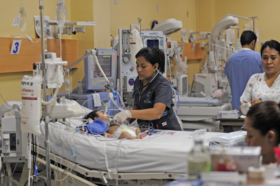 Después de la operación, los niños y niñas tienen atención especializada 24 horas al día. (Foto: Esteban Biba/Soy502)