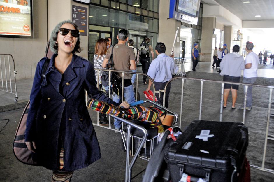 La cantante arribó al país con energía y buen humor, lista para compartir con el público guatemalteco. (Foto: Esteban Biba/Soy502)