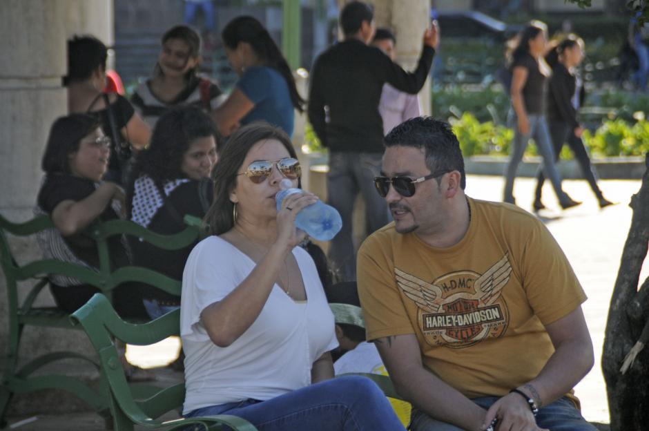 Fue capturada y arrestada en el 2006 junto a su esposo (derecha). (Esteban Biba/Soy502)