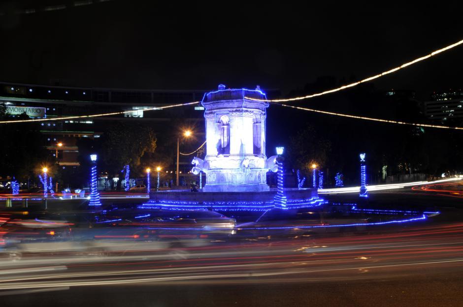 Los colores azul y rojo identifican la época navideña. (Foto: Esteban Biba/Soy502)