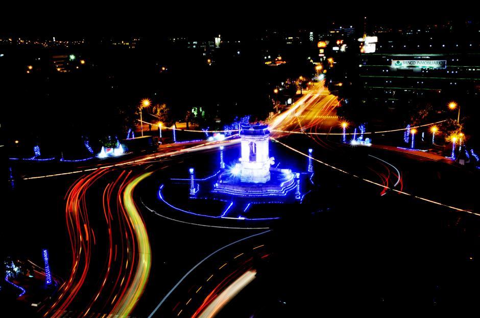 La Plazuela España fue iluminada como es usual durante diciembre. (Foto: Esteban Biba/Soy502)