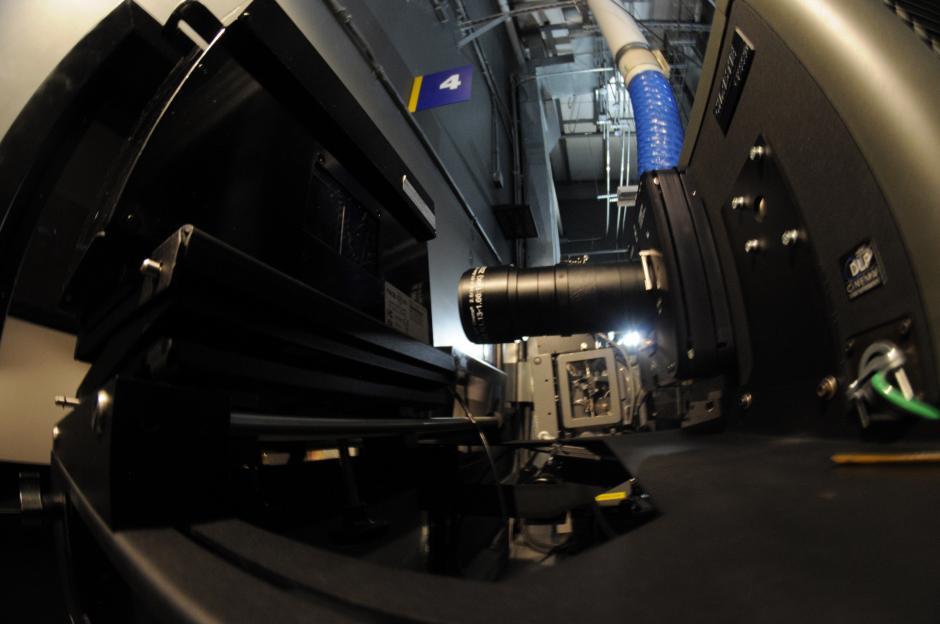 El proyector de la sala es de última generación. (Foto: Esteban Biba/Soy502)