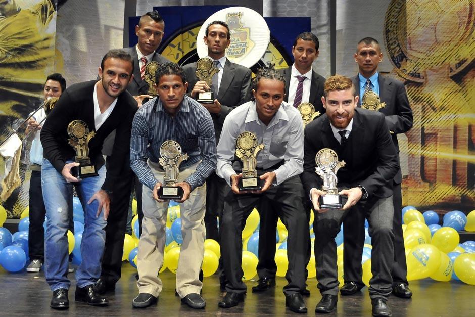 Los ganadores posaron luego de recibir sus reconocimientos. Marvin Ávila, Osiel Rivera y Joel Benítez, no estuvieron presentes por cuestiones familiares. (Foto: Diego Galeano/Nuestro Diario)