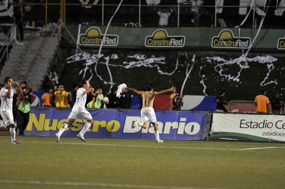 Paolo Suárez anotó el gol del empate en la serie, que le dio vida a Comunicaciones en la final. (Foto: Nuestro Diario)
