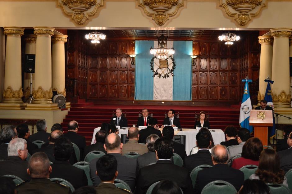 El presidente invitó a la ciudadanía a participar en la encuesta sobre cuál deberían ser los ejes prioritarios en los que debería trabajar el Gobierno. (Foto: Alejandro Ortiz/Soy502)