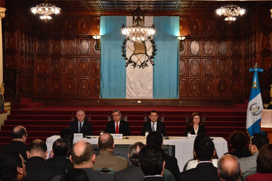 En una reunión con representantes de la Organización de Estados Americanos (OEA) se abrió la convocatoria. (Foto: Alejandro Ortiz/Soy502)