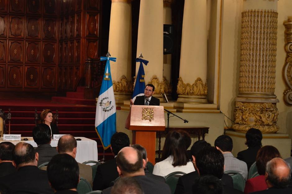 Jimmy Morales anunció este jueves en el Palacio Nacional de la Cultura que se ha habilitado una pagina web para recibir la opinión de la ciudadanía. (Foto: Alejandro Ortiz/Soy502)