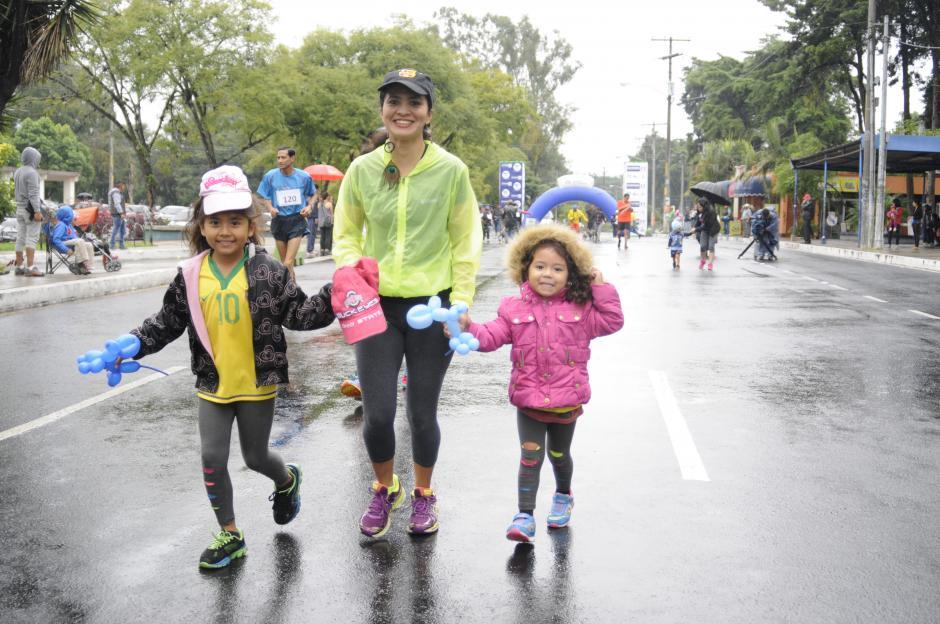 Sin importar ls lluvia, cientos de guatemaltecos compitieron en la carrera dedicada a Teodoro Palacios Flores.(Foto: Pedro Pablo Mijangos/Soy502)