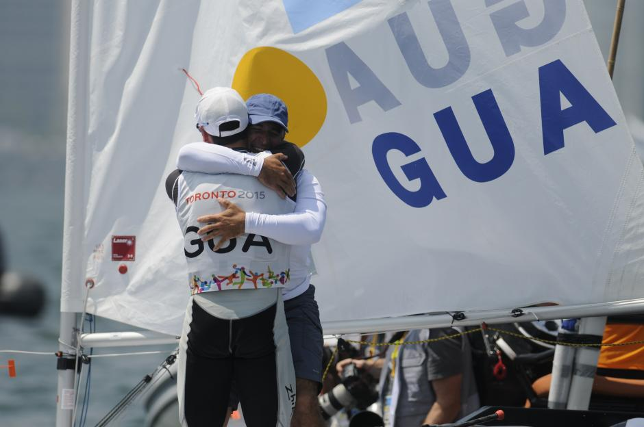 El abrazo con su entrenador. Juan Ignacio Maegli conquista su segunda medalla de oro en unos Juegos Panamericanos.(Foto: Pedro Pablo Mijangos/ Soy502)