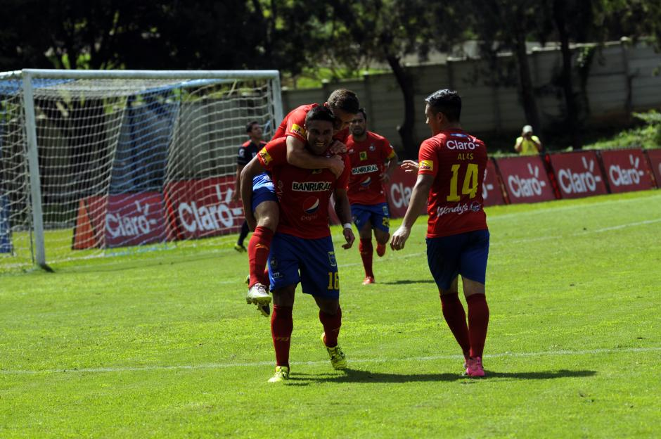 Municipal derrotó 4-2 a la Universidad en el estadio Revolución, siendo esta la primera victoria munícipe de visita en el torneo. (Foto: Pedro Mijangos)
