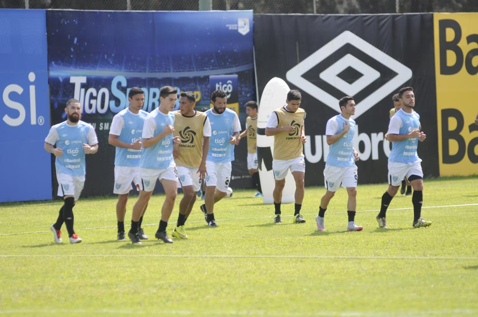 El grupo de seleccionados se ejercitó en el Proyecto Gol de la zona 15, nivelando el aspecto físico de cara al doble duelo de eliminatorias.(Foto: Pedro Pablo Mijangos/Soy502)