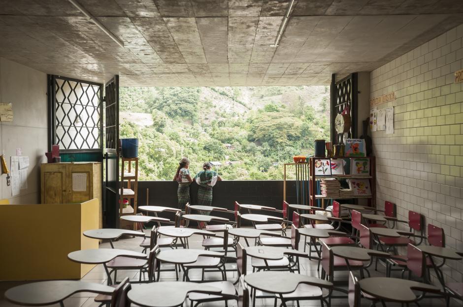 Los ventanales de las aulas están de frente a la vegetación local. (Foto: SOLISCOLOMER)