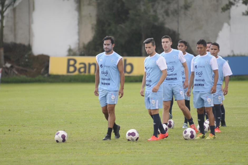 Antes de la práctica de fútbol dirigido, los seleccionados hicieron trabajos de definición.(Foto: Pedro Pablo Mijangos/Soy502)
