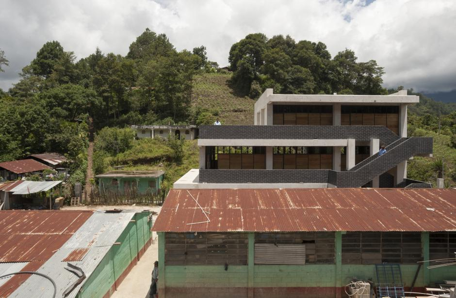 Uno de los objetivos de la construcción de las escuelas fue la de cerrar las cicatrices que dejó la guerra interna en la región Ixil. (Foto: SOLISCOLOMER)