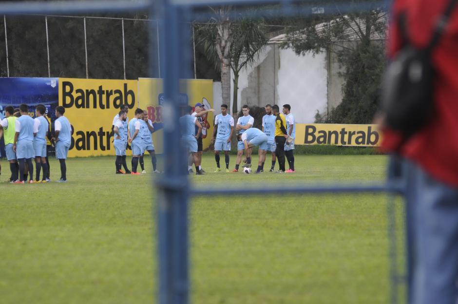 Iván Sopengo ensayó su posible equipo de titulares para debutar en la fase de grupos de las eliminatorias rumbo a Rusia 2018, ante Trinidad y Tobago. (Foto: Pedro Pablo Mijangos/Soy502)