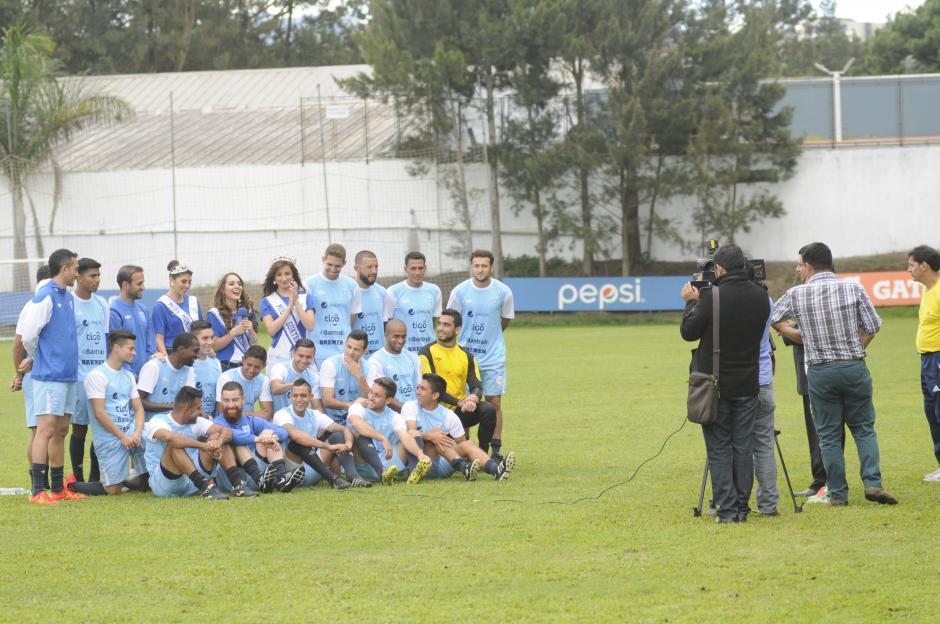 """Tras la práctica los jugadores de la Selección grabaron un spot para la televisión llamado """"Todo por Guate"""".(Foto: Pedro Pablo Mijangos/Soy502)"""