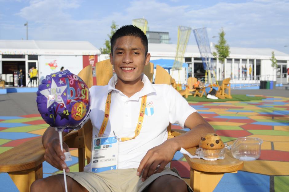 El atleta guatemalteco cumplió 18 años este 20 de julio, y lo celebró entrenando, aunque atendió unos minutos a Soy502. (Foto: Pedro Pablo Mijangos/Soy502)