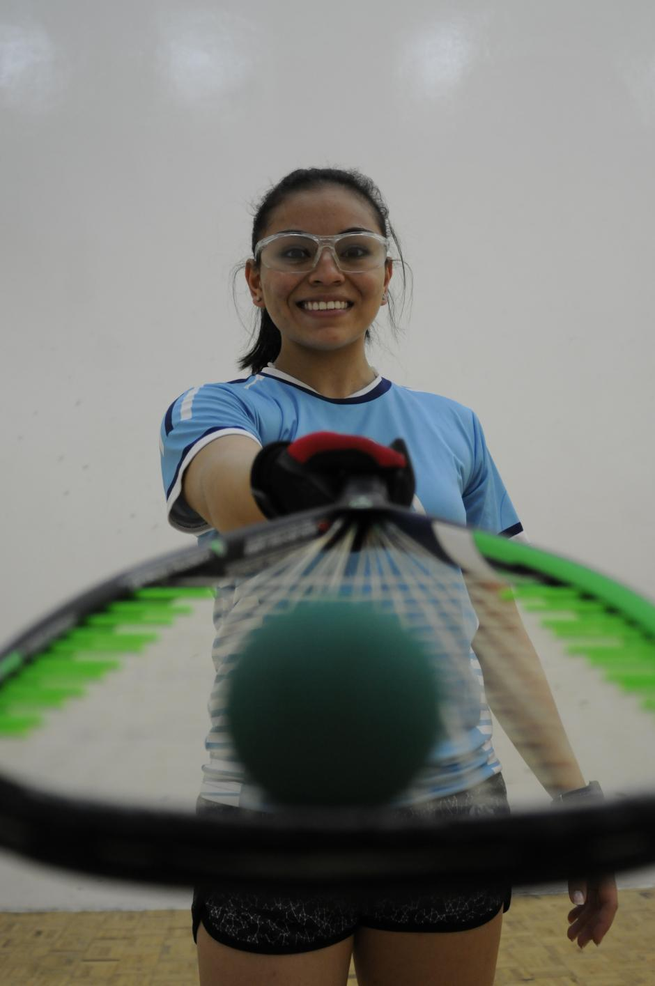 Anal Gabriela Martínez, con 15 años, ha ganado seis títulos mundiales juveniles de raquetbol.(Foto: Pedro Pablo Mijangos/Soy502)