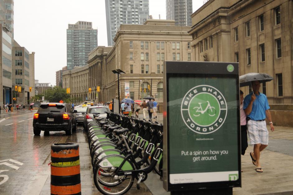 A pesar de la enorme ciudad, Toronto ofrece servicio de bicicletas para ahorrar gasolina y evitar el tránsito. (Foto: Pedro Pablo Mijangos/Soy502)
