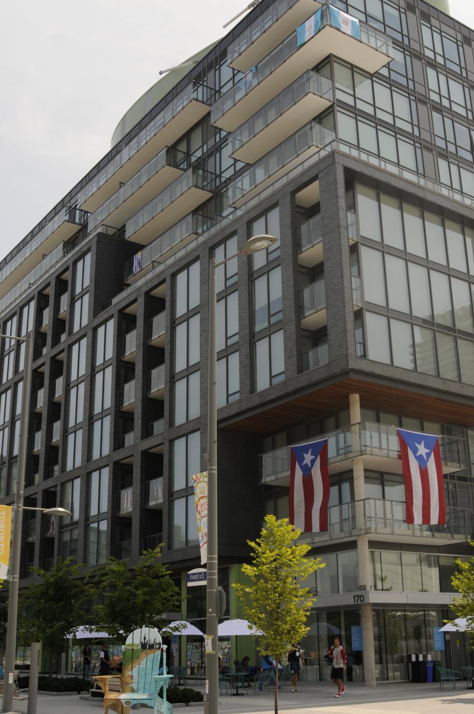 Otra toma del edificio donde está la delegación de Guatemala en Toronto.(Pedro Pablo Mijangos/Soy502)