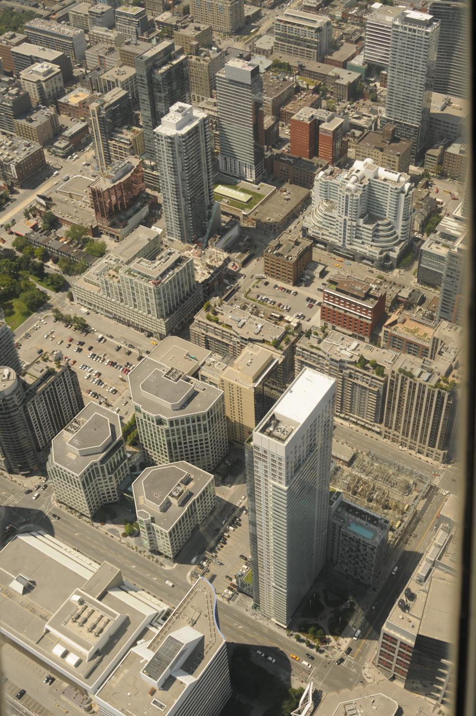 La ciudad de Toronto cuenta con muchos edificios enormes, utilizados para negocios o vivienda.(Foto: Pedro Pablo Mijangos/Soy502)