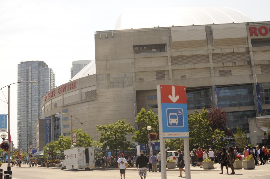 La entrada principal del Rogers Centre, sede de la inauguración de los Juegos.(Foto: Pedro Pablo Mijangos/Soy502)
