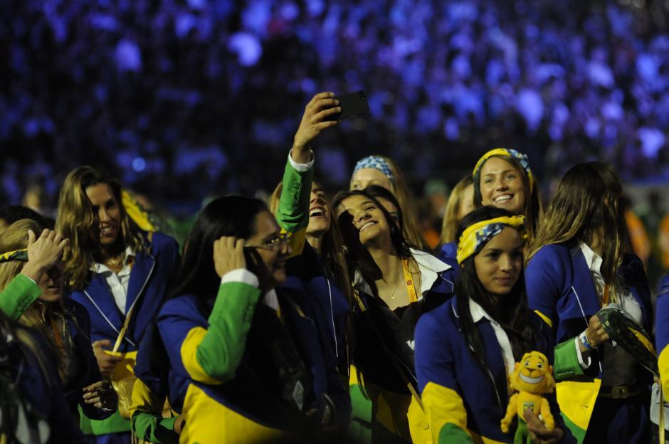 Brasil desfiló con una numerosa delegación en Toronto. (Foto: Pedro Pablo Mijangos/Soy502)