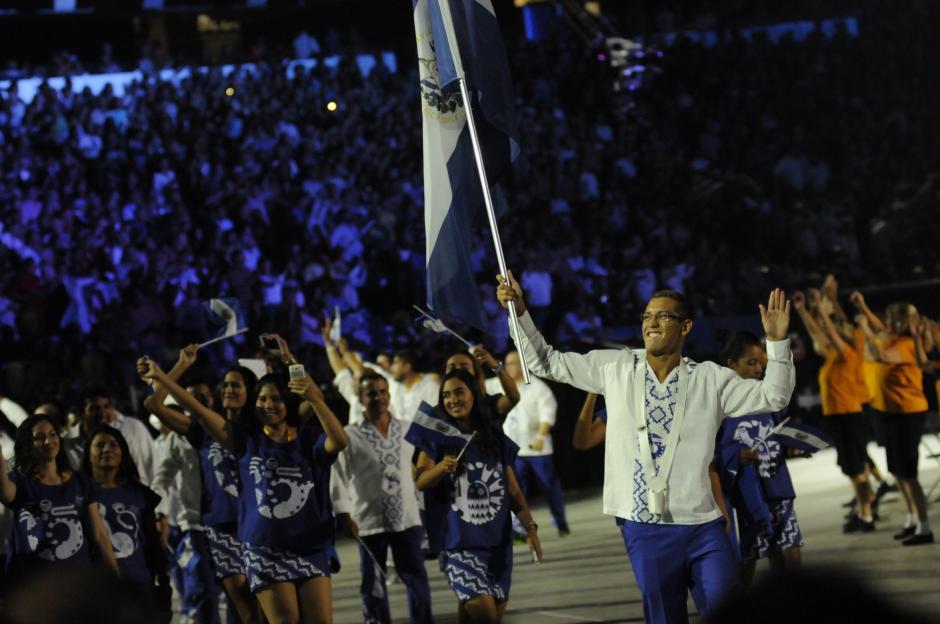 Los hermanos salvadoreños en el desfile de los Juegos Panamericanos Toronto 2015. (Foto: Pedro Pablo Mijangos/ Soy502)