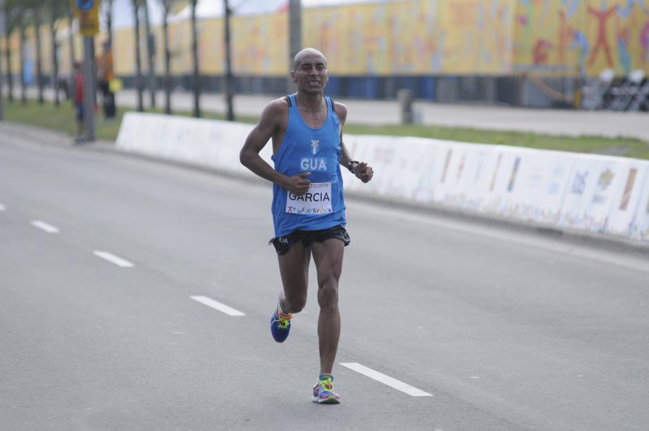 En su semblante el fondista guatemalteco mostró no sentirse cómodo en ningún tramo de la carrera.(Foto: Pedro Pablo MIjangos/Soy502)