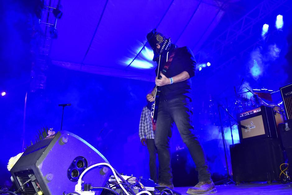 Algunas personas desaprobaron el retiro de la banda del escenario. (Foto: Nuestro Diario)