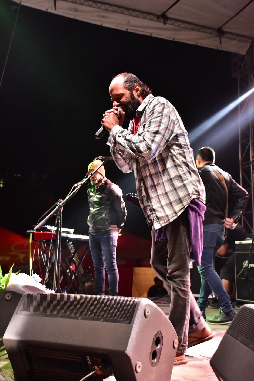 Giovanni Pinzón cantó por varios minutos, a pesar de los problemas con el sonido. (Foto: Nuestro Diario)
