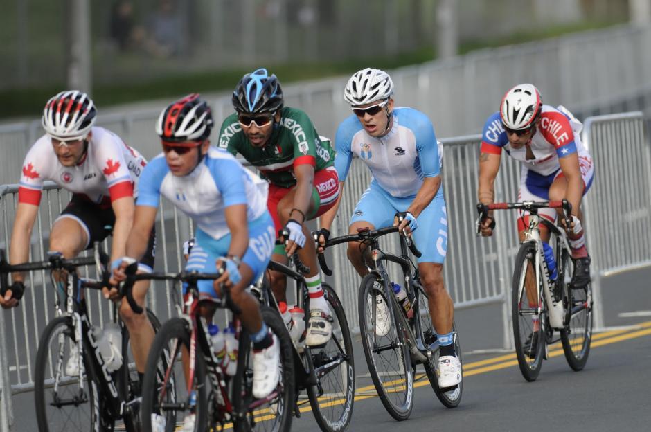 Alfredo Ajpacaja y Manuel Rodas quedaron en los puestos 14 y 15 respectivamente, en la prueba de ruta.(Foto: Pedro Pablo Mijangos/Soy502)