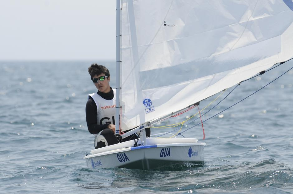 Gabriel Sanz compte sunfish, va en el puesto 11 en su categoría.(Pedro Pablo Mijangos/Soy502)