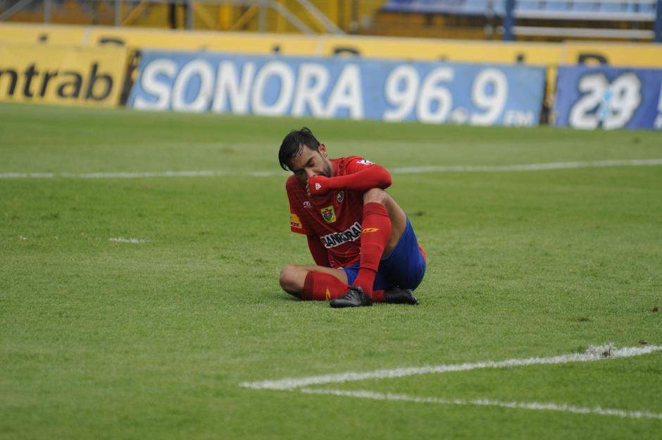 """Carlos el """"Pescado"""" Ruiz se lamentó las ocasiones que falló en el primer tiempo.(Foto: Pedro Pablo Mijangos/Soy502)"""