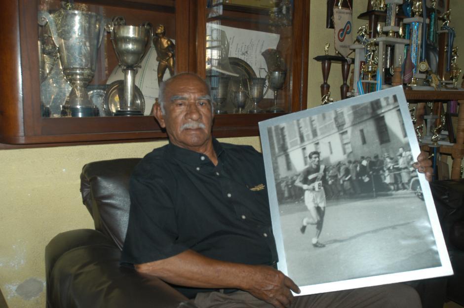 Ahora el estadio Mateo Flores se llamará Doroteo Guamuch Flores, en honor al mítico atleta guatemalteco. (Foto: Nuestro Diario)