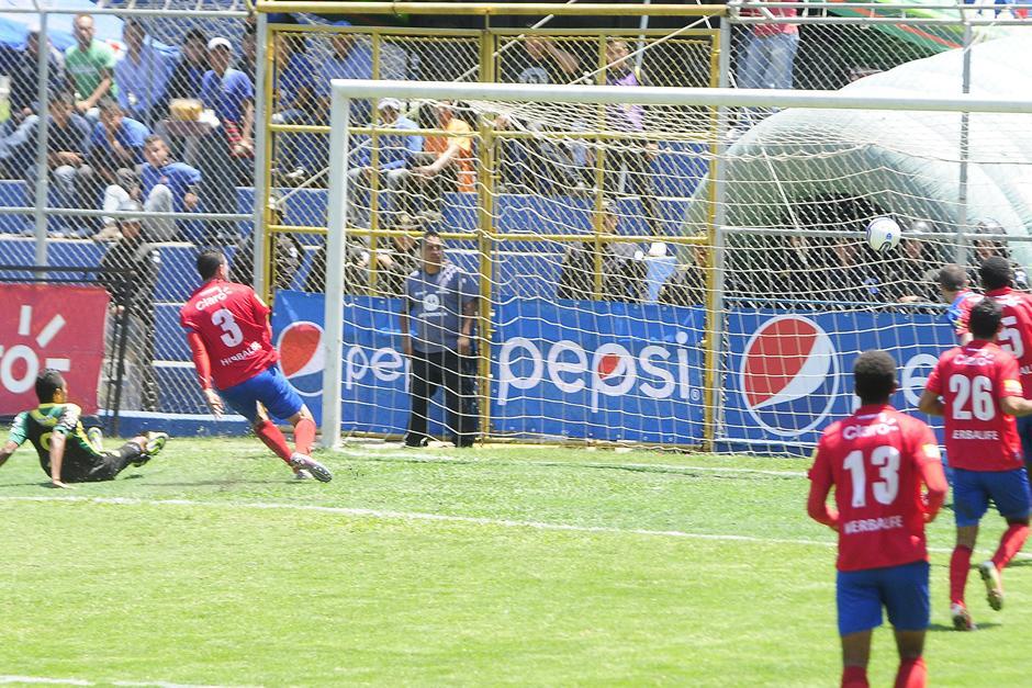 El gol de Oliva llegó a los 5 minutos del primer tiempo. (Foto: Imer Lucero/Nuestro Diario)