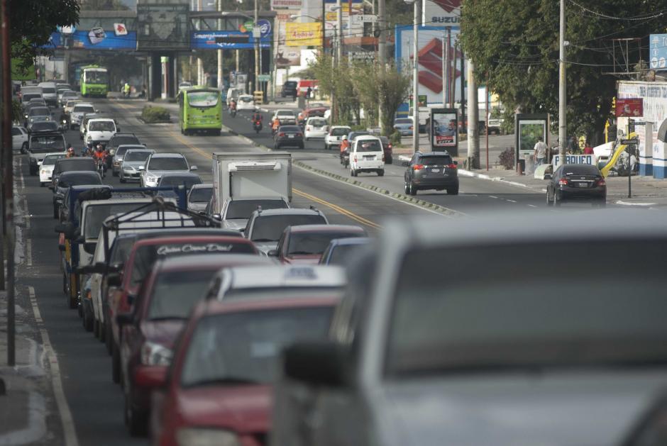 La Calzada Roosevelt es uno de los puntos más congestionados de la capital. Alcanza los puntos picos de tráfico a las 8 de la mañana, 11:30 y 16:30 horas según indica la PMT. Foto Jesús Alfonso/Soy502