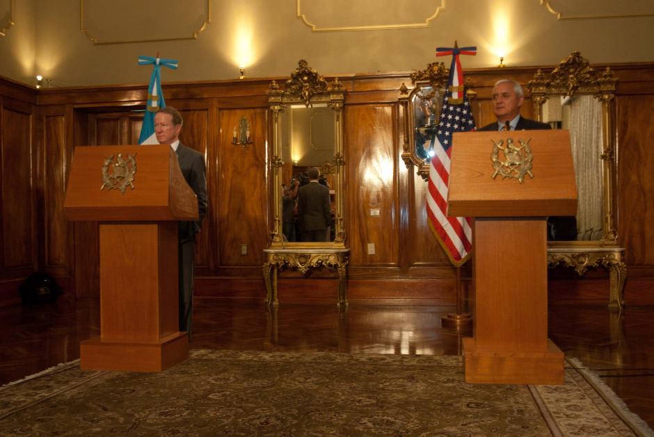 Luego de la reunión, el mandatario de EE.UU. y el sub secretario brindaron una conferencia de prensa donde Brownfield anunció un aporte de 5 millones de dólares para el combate al narcotrafico. (Foto: Jesús Alfonso/Soy502)