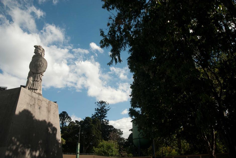Los detalles de la escultura de Roberto González Goyri, denotan el orgullo del pueblo quiché por el comandante de las tropas que enfrentaron a los españoles durante la conquista. (Foto: Jesús Alfonso/Soy502)