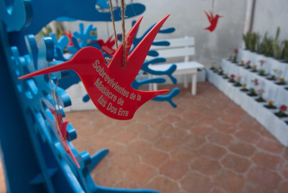 En un patio de la casa acondicionada para el museo se muestran poblaciones afectadas por las incursiones armadas. (Foto: Jesús Alfonso/Soy502)