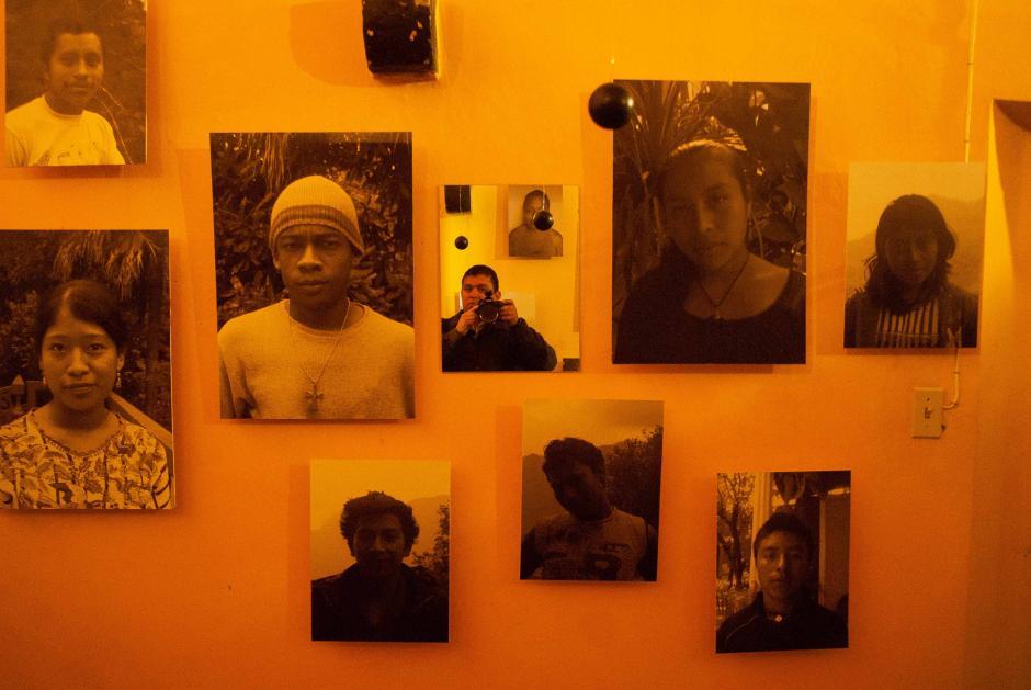 En los últimos ambientes del museo se ingresa a una casa donde se muestran imágenes de jóvenes que luchan por ganar espacios que les pertenecen. Este lugar invita a los asistentes a ser incluyentes, buscando mejores oportunidades para los adolencentes. (Foto: Jesús Alfonso/Soy502)